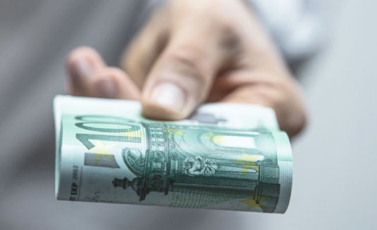 Bild von einem Geldschein in der Hand